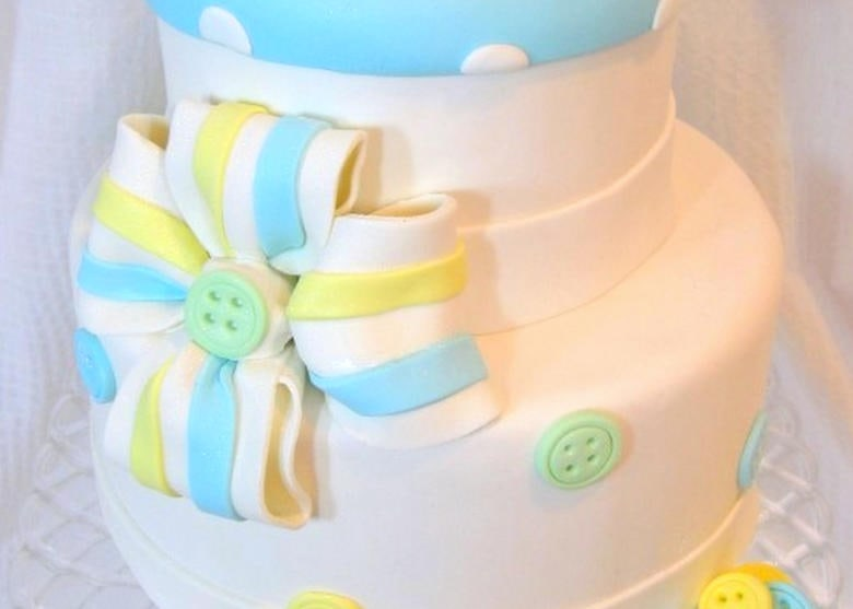 Learn how to make a gum paste bow with four loops in this MyCakeSchool.com cake decorating video tutorial!