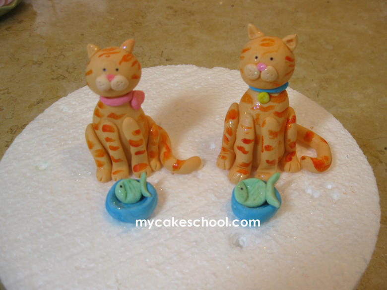Learn to create the CUTEST tabby cats in this adorable figure modeling tutorial by MyCakeSchool.com! Online Cake classes & recipes!
