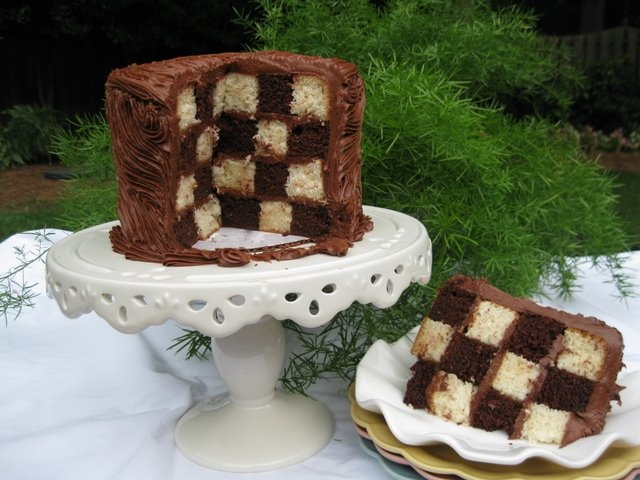 Learn how to make a fabulous Checkerboard Cake in MyCakeSchool.com's free step by step tutorial! No special cake pans required!