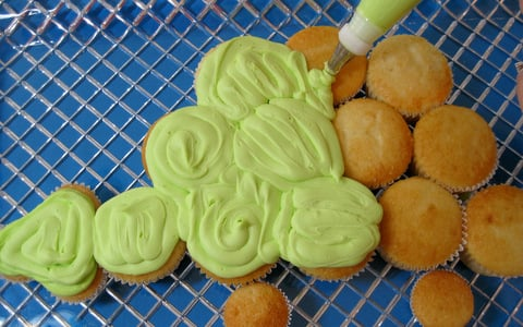 Easy Dinosaur Cake Pops