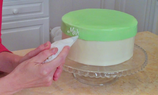 Learn how to make a BEAUTIFUL hat box cake with a frosted lid in this MyCakeSchool.com free tutorial!