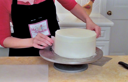Learn how to make a CUTE hat box cake with a frosted lid in this My Cake School free cake tutorial!