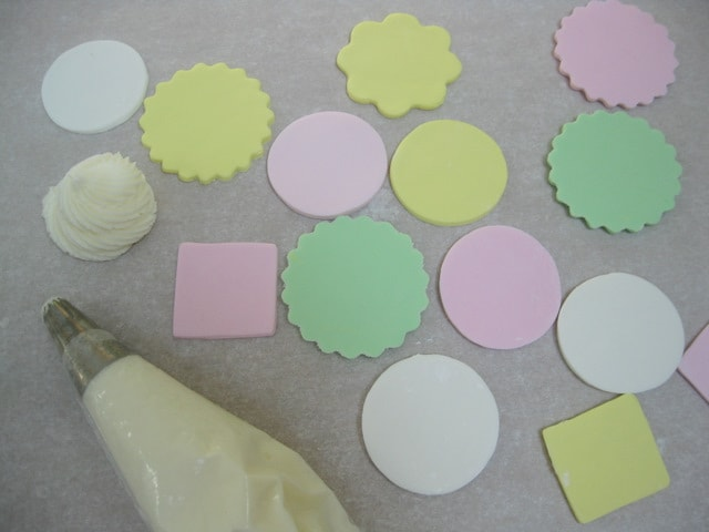 Adorable Nursery Rhyme Cupcake Tutorial by MyCakeSchool.com! Free Tutorial and perfect for baby showers!