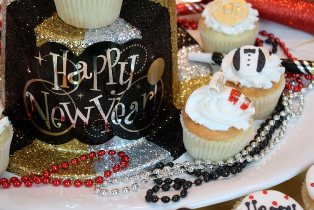 Happy New Year Cupcakes by MyCakeSchool.com! So fun and festive- perfect for New Year's Eve parties!