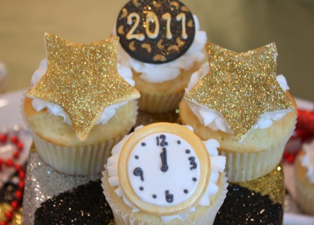 These Happy New Year Cupcakes are so festive and fun! The perfect way to celebrate! Free tutorial.
