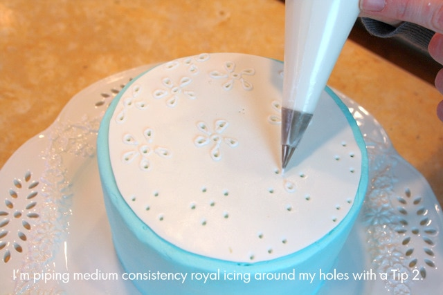 Pretty Eyelet Cake! Free and Easy Cake Tutorial by My Cake School!