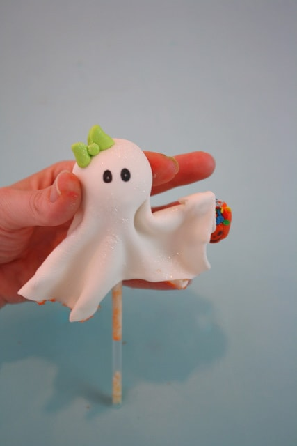 Free Ghost Cake Topper Tutorial by MyCakeSchool.com! PERFECT for Halloween parties!
