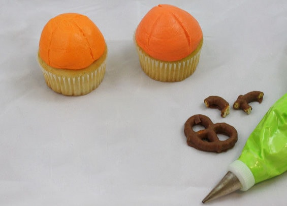 Adorable Pumpkin Cupcakes from MyCakeSchool.com's Free Halloween Cupcake Tutorial!