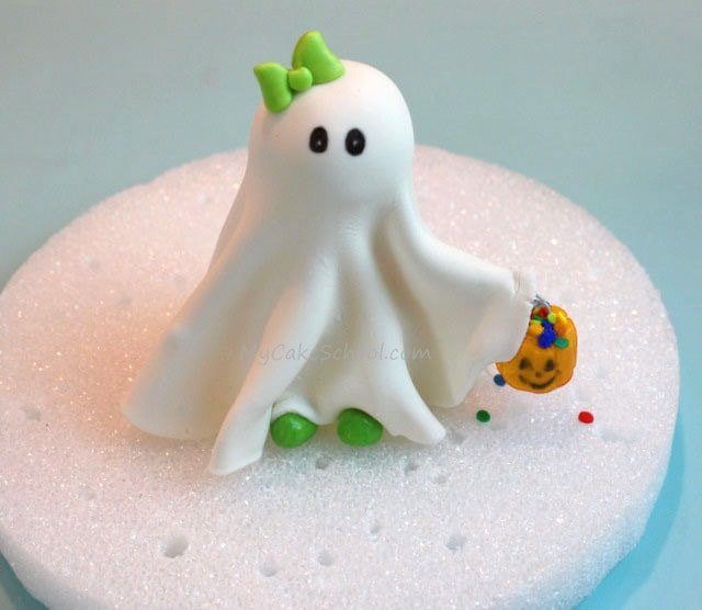 Learn to make an adorable Ghost Cake Topper in this FREE Cake Tutorial by MyCakeSchool.com! Perfect for Halloween parties!