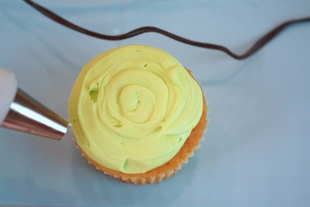 CUTE Buttercream Bird Cupcake Tutorial by MyCakeSchool.com! Love this cupcake idea for baby showers and young birthdays!