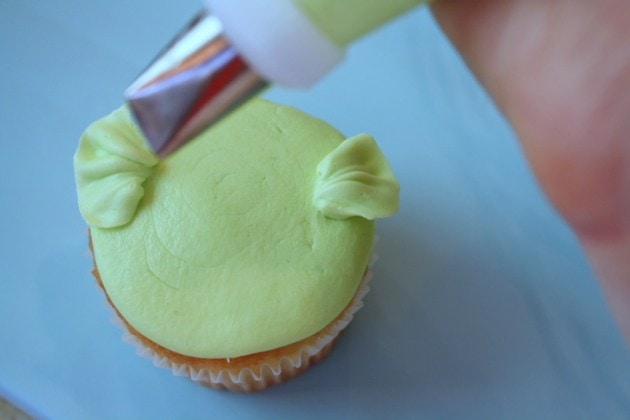 Adorable Buttercream Bird Cupcake Tutorial by MyCakeSchool.com! Perfect for Young Birthdays and Baby Showers!