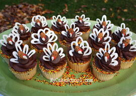Easy, delicious Chocolate Almond Turkey Cupcakes