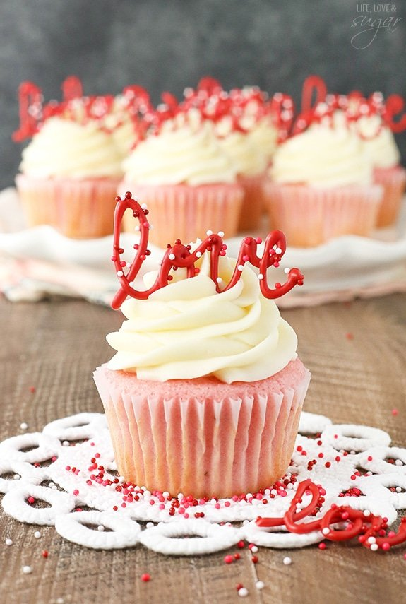 Valentine's Cupcakes by Life Love and Sugar, as featured in My Cake School's roundup of Valentine favorites!