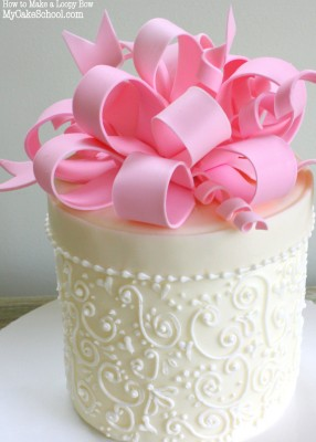 Learn how to make a gorgeous loopy bow in this MyCakeSchool.com member video tutorial