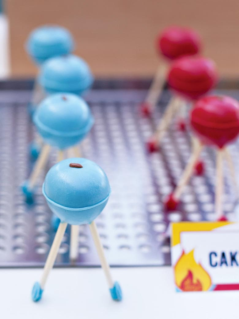 Adorable Grill Cake Pops by Sweetsbykcreative.com as featured on My Cake School's Father's Day Cake Roundup!
