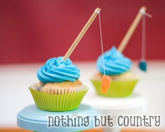 Fishing Cupcake Tutorial from TidyMom.com (as featured on My Cake School's Father's Day Cake Roundup!)