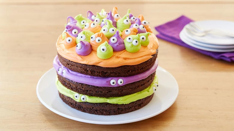 Spooky Eyeball Halloween Cake by Betty Crocker (as featured on MyCakeSchool.com's roundup of Cake Ideas)