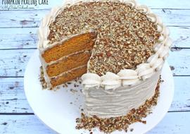 Moist and Delicious Pumpkin Praline Cake with Spiced Cream Cheese Frosting. The most AMAZING cake recipe for fall and Thanksgiving gatherings!