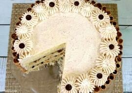 This Cannoli Cake is so moist and delicious!