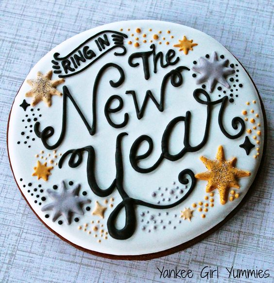 Roundup of the BEST New Year's Eve Cakes and Sweets | My ...